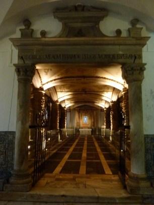Evora -Chapel of Bones (6)