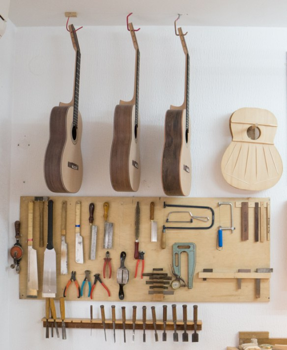 Master Spanish guitar maker in La Herradura
