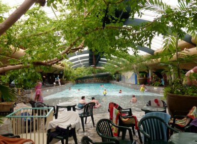 Center Parcs Het Meerdal Aqua Mundo wave pool and water slides