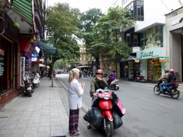 Scooting Around Hanoi (1)