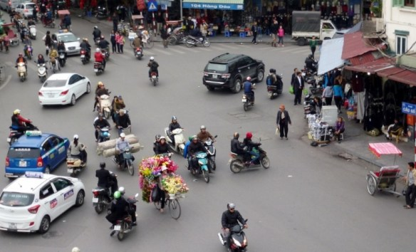 Scooting Around Hanoi (13)