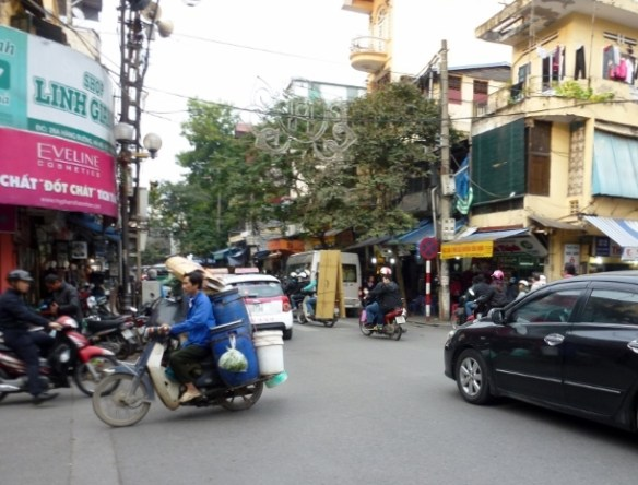 Scooting Around Hanoi (16)