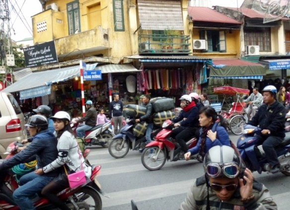 Scooting Around Hanoi (17)