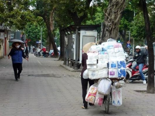 Scooting Around Hanoi (9)