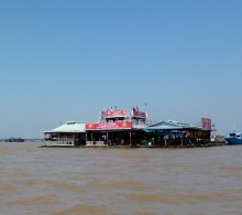 Siem Reap Crocodile Farm on lake (4)