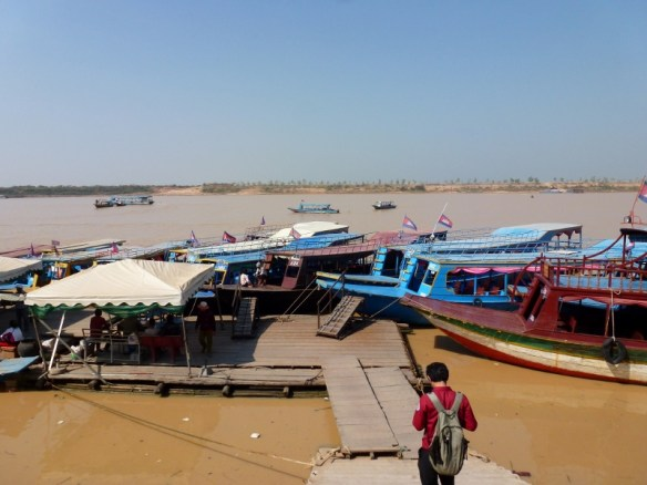 Tara Riverboat Floating Villages (1)