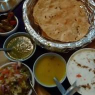 Noori-India-Papadum-and-Sauces