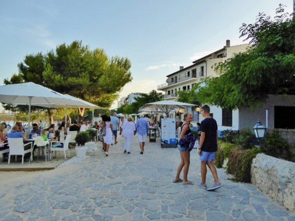 many places to eat along Porto de Pollensa