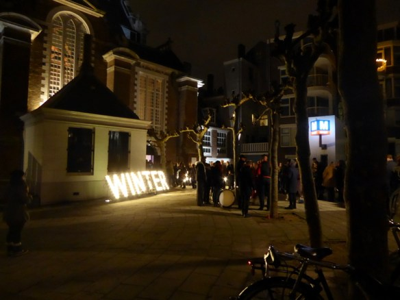 Winter-Parade-Amsterdam-Waiting-in-Line