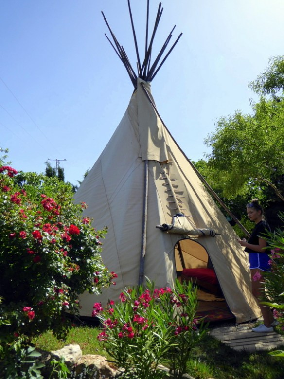 Guess what? Glamping is a hot trend and an amazing way to have a unique experience. There are options all over the world forglampingi. This is at The Nomad Xperience Granada Spain