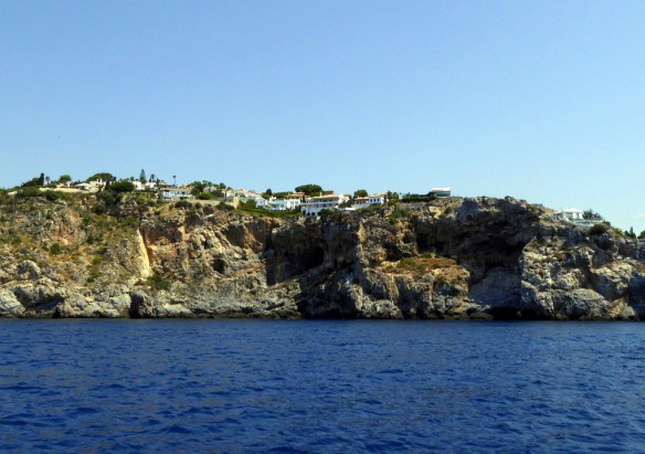 punta de la mona home with caves below
