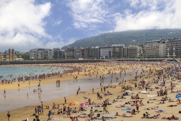 Costa Vasca Basque Country San Sebastian beach - Read more on https://wagonersabroad.com