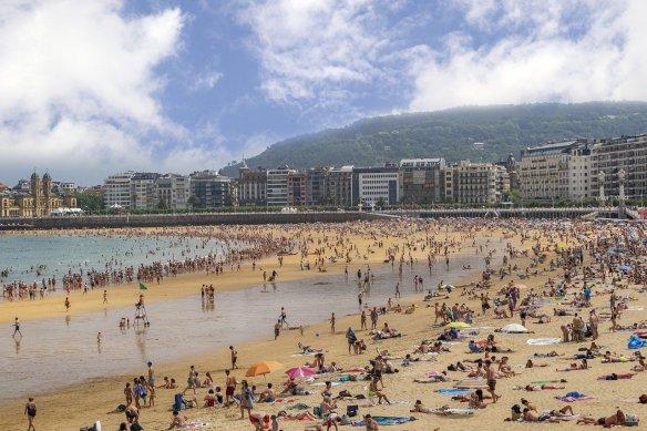 Costa Vasca Basque Country San Sebastian beach - Read more on https://wagonersabroad.com