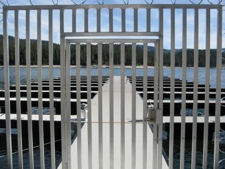 security gate on wahoo aluminum dock floating dock