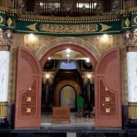 Buka Puasa dan Taraweh di Masjid Syaichona Cholil