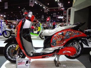 motorshow2011-angle-18-scoopy