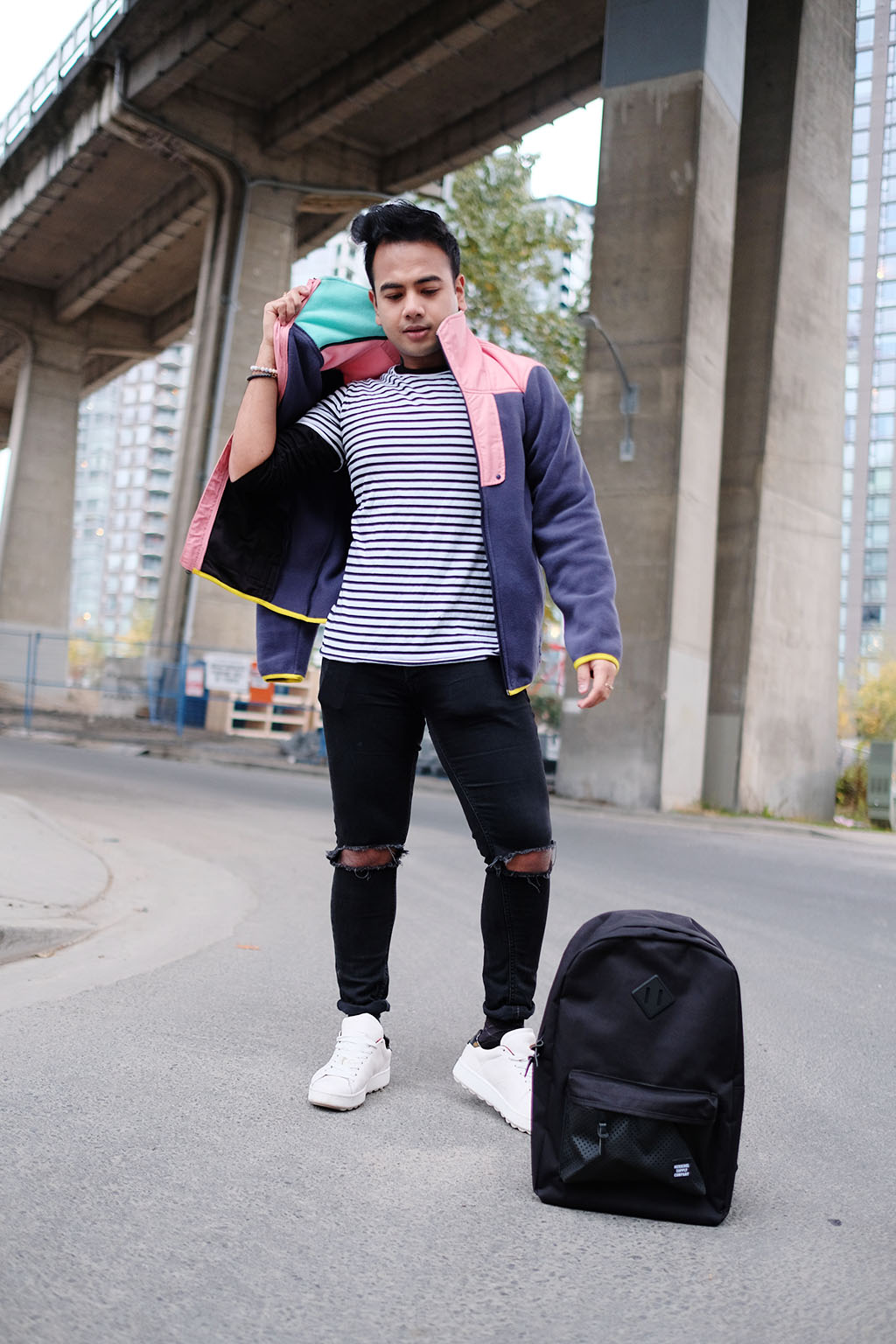 VANCOUVER TOP BLOGGERS_JONATHAN_WEARING HERSCHEL SUPPLY 2017_1
