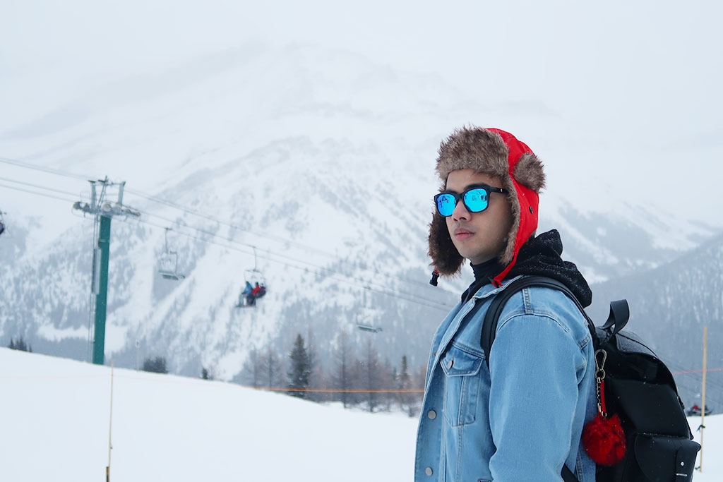Canadian Travel Blogger Jonathan Waiching Ho_Visit Lake Louise_What To See in Banff_Explore Canada_Style Influencer Canada_Dressing Warm For The Snow Days_Mensfashion Canada_6