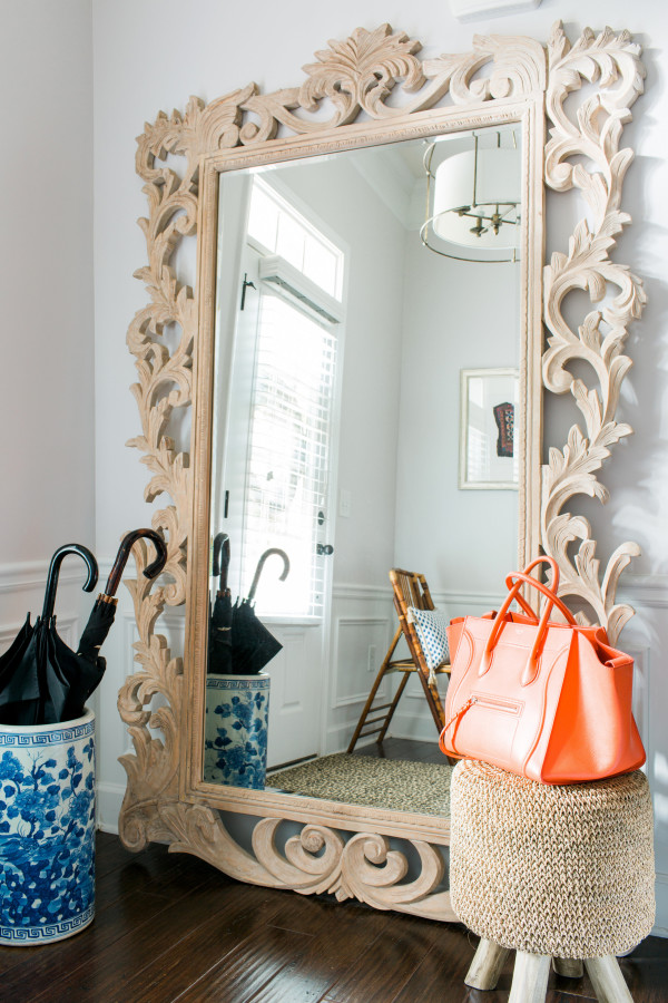 Styling a vignette in the entryway | waitingonmartha.com