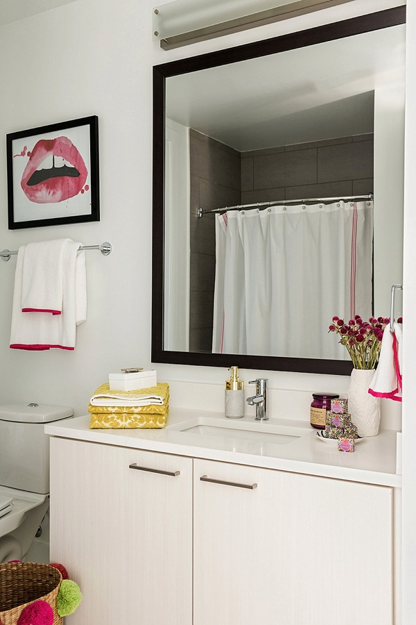 Lips print and white and pink towels, @waitingonmartha
