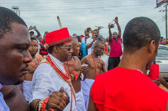 The coronation of the Oba of Benin began today. The Edaiken N'Uselu has left his makeshift palace at Uselu to be crowned in twelve days time. The journey began from his palace at Uselu and made a stop at the historical Aimamienson-aimiuwa Palm Tree,and continued to Bini. He would rest there for now until he continues the journey on Monday.