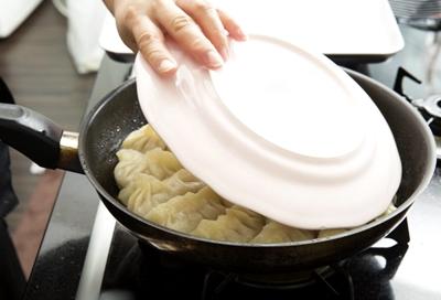 餃子皿のせ