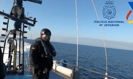 Police boat and helicopter in 5-hour pursuit of drug traffickers.