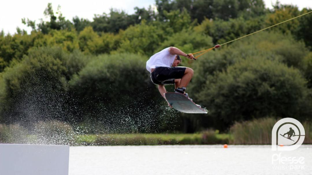 Wakeboard Ploermel : apprendre et pratiquer le wakeboard près de Wakeboard Ploermel