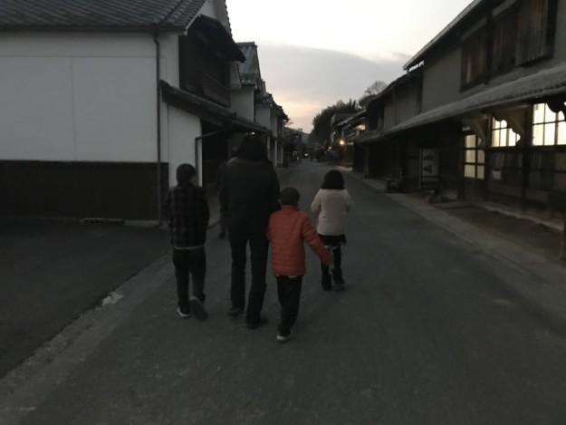静かなたたずまいの卯之町の町並みを歩いていくと・・・