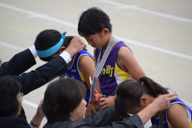 クレラップちゃん、西予市小学校陸上記録会・4年生以下60m走で優勝!