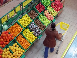 fruit shopping 300x225 A Simple Trick Removes Pesticides from Your Vegetables & Fruits