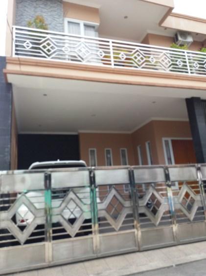 Rumah dua tingkat milik Aguslan Busro