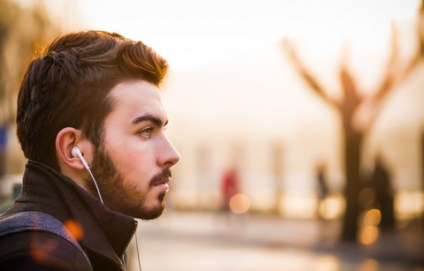 city-travel-headphones-2