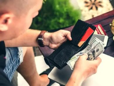 city-travel-wallet-man