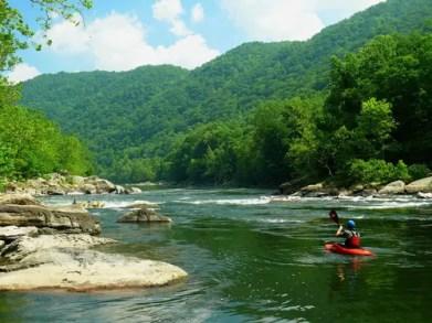 kayaking-662858_1920