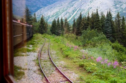 train-863295_640