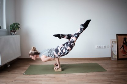 yoga-weightlifting-fitness-12