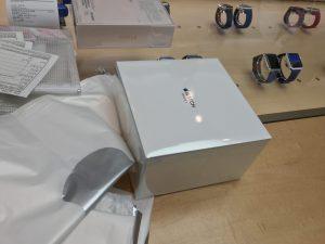 いよいよApple Watchとご対面!!大きな箱!!
