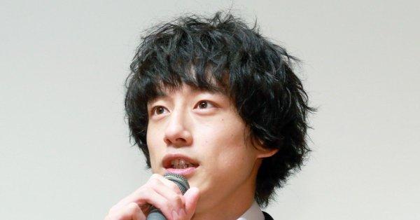 坂口健太郎の髪型