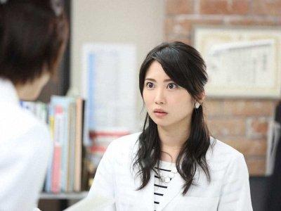 志田未来の衣装「監察医朝顔」