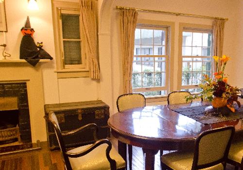 ハロウィンの準備中の部屋