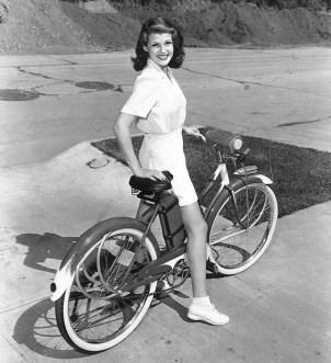Rita-Hayworth-bicycle