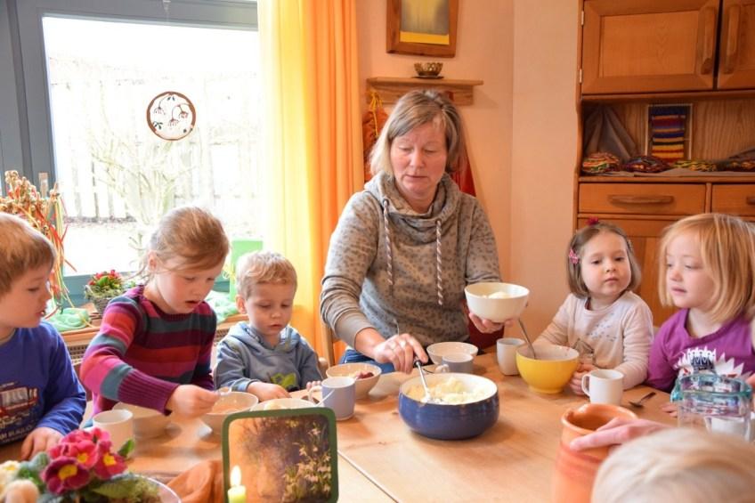 Das gemeinsame Frühstück ist ein zentraler Bestandteil des Waldorfkonzepts.