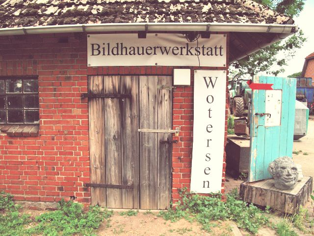 Bildhauerwerkstatt Wotersen | Waldspaziergang.org