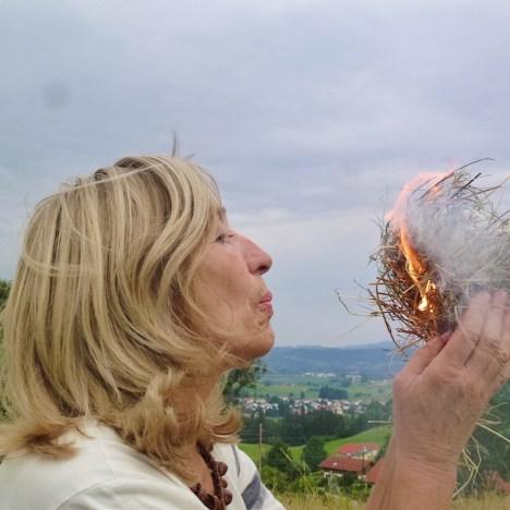 Übers Feuerbohren und extreme Erfahrungen: ein Interview mit der Wildnislehrerin Klara Marie-Schulke