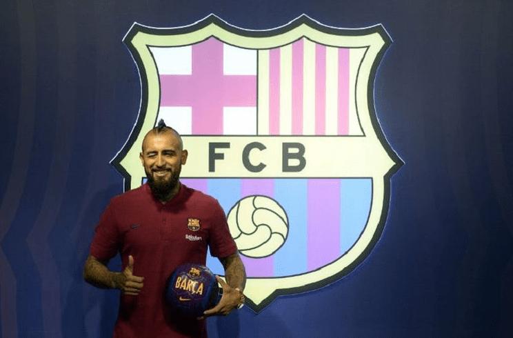 Arturo Vidal Curhat di Sosmed Tentang Keadaan Barcelona.