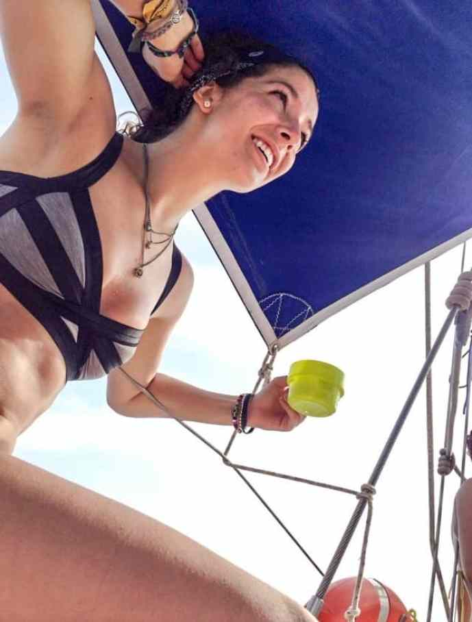 bikini's and drinks on a sail boat to the san bias