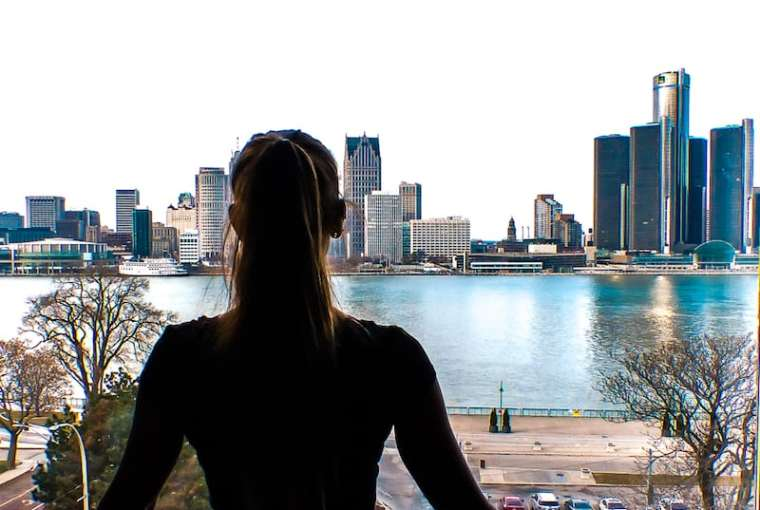 the view of the detroit skyline from windsor ontario holiday inn express waterfront