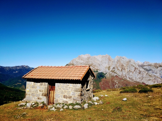 Hiking in Picos de Europa, Spain: PR-PNPE15 Prada