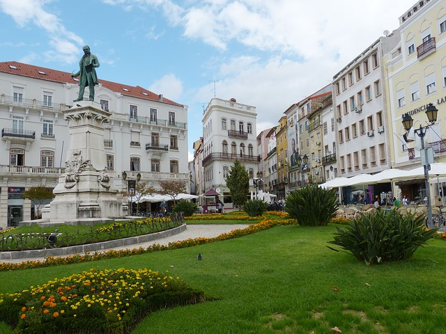 Free things to fo in Coimbra Tourist guide portugal Main plaza